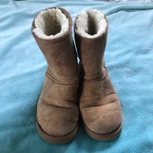 Tan Ugg's low top